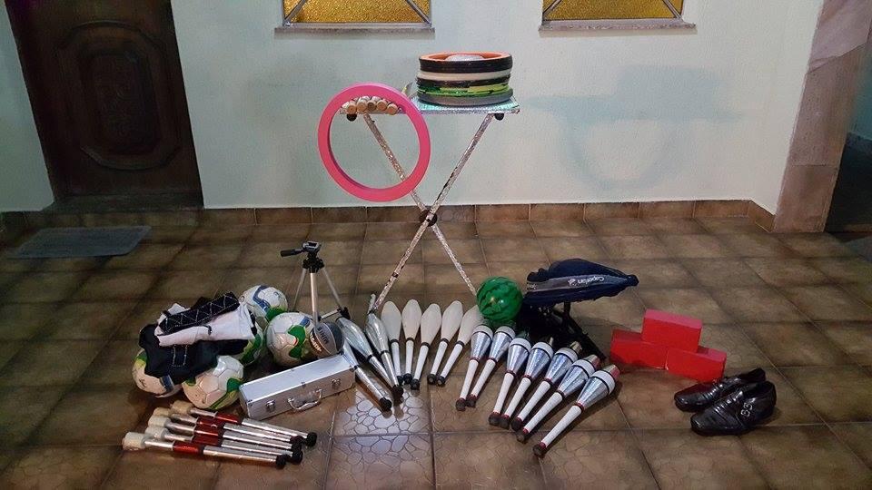 Juggling objects 1