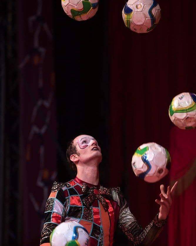 Balls juggling Caio Stevanovich