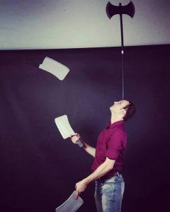 Knives juggling Caio Stevanovich