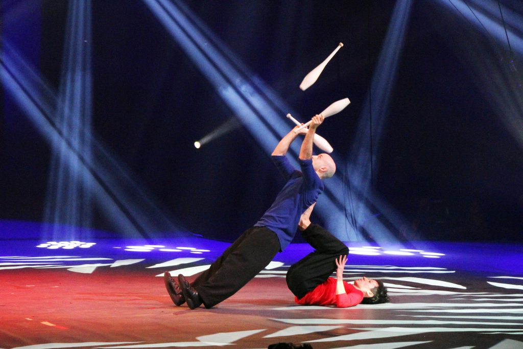 LAZUS company, juggling by Ron Beery and acrobatics by Itamar Glucksmann
